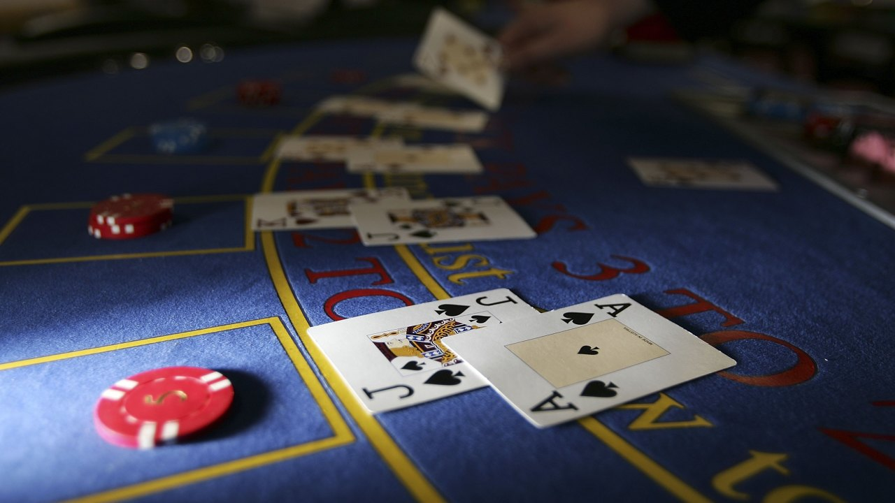What features should online casino websites have?