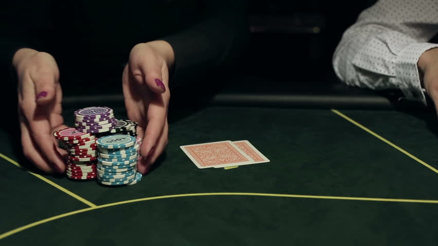 Make a minimum deposit for the bets to enjoy the best odds in the online casinos
